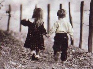 casal_andando_costas